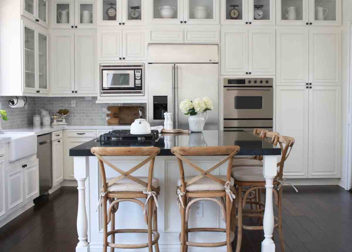 A Farmhouse-Style Kitchen Renovation - From Dated to Gorgeous